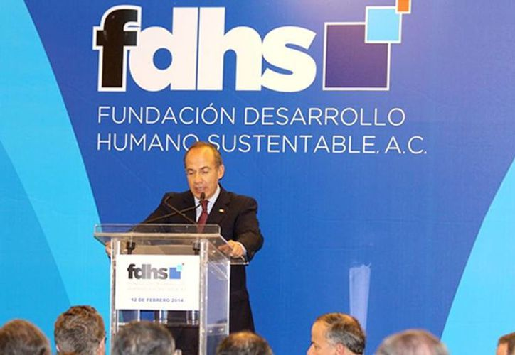 """Felipe Calderón Hinojosa  encabezó el """"Lanzamiento del Reporte Mejor Crecimiento, Mejor Clima"""" en un hotel del Distrito Federal. (fdhs.org.mx)"""
