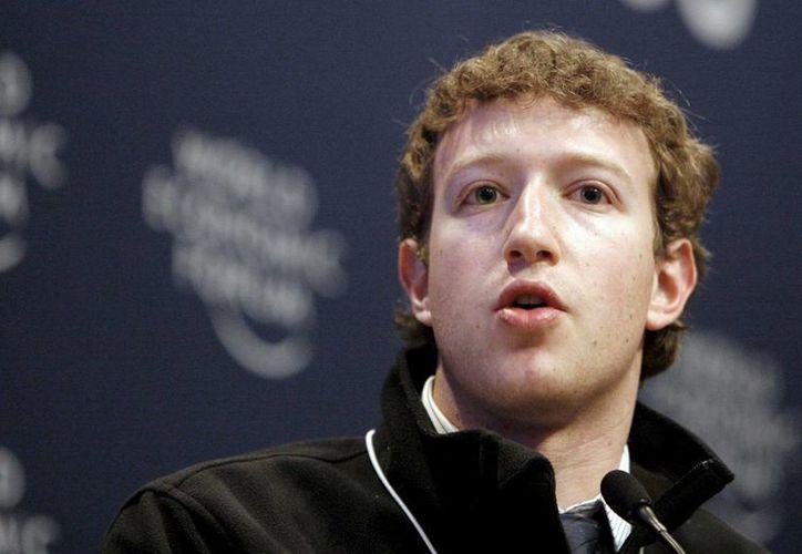Presentó el fundador de Facebook Mark Zuckerberg nuevos cambios en la red social. (EFE)