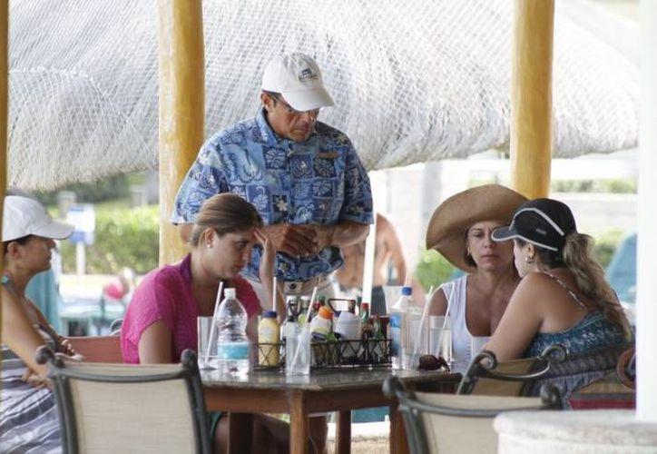 Los trabajadores, que buscan trabajo en el sector turístico, deben hablar el idioma inglés. (Archivo/SIPSE)