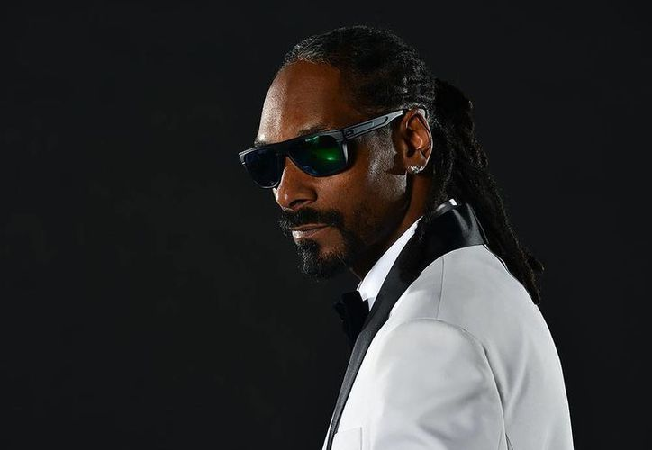 Un policía le pidió al cantante Snoop Dogg tomarse una foto juntos en un festival. Al publicar el artista la foto en Instagram metió en problemas al agente. (vmhmagazine.com)