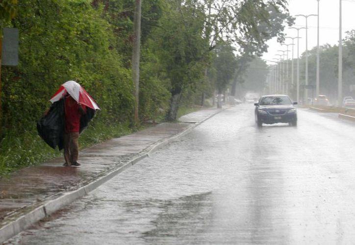 Hacen llamado a la población para protegerse de los cambios del clima. (Harold Alcocer/SIPSE)
