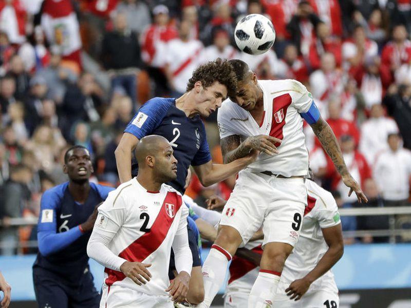 Perú, con tres décadas sin asistir a Mundiales, tiene una última oportunidad hoy ante Francia para levantarse (Foto: AP)