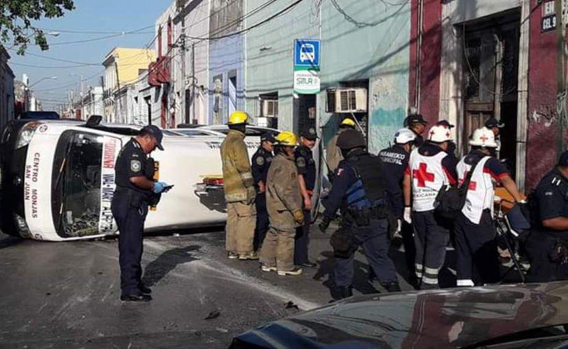 Los ocupantes de la combi resultaron heridos. (Foto: Gladira Polnacot)