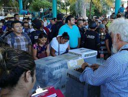 Ciudadanos protestan por cierre de casilla especial en Tulum