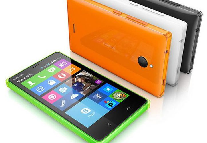 Nokia X2 cuenta con pantalla de 4.3 pulgadas y de 800x480 píxeles de resolución, equipado con una cámara trasera de 5 megapíxeles y una delantera VGA. (movilzona.es)