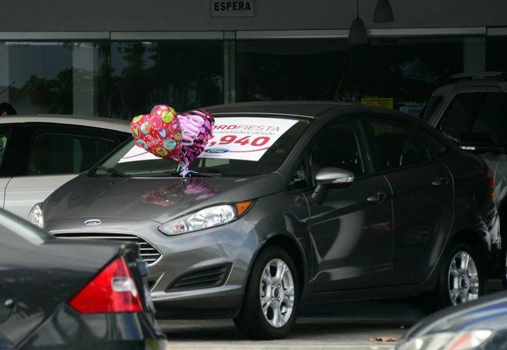 Los autos, entre los regalos más deseados por muchas personas. (Luis Pérez/SIPSE)