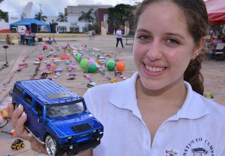 Cuentan con 15 mil pesos en efectivo y 525 metros en juguetes. (Gustavo Villegas/SIPSE)