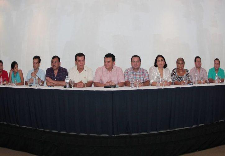 La presentación de los nuevos funcionarios que integrarán el gabinete. (Gustavo Villegas/SIPSE)