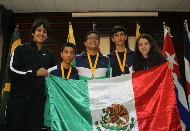 Gracias a los chicos mexicanos, México se colocó en el primer lugar general entre los países competidores en el reñido evento, que se realizó en Kingston. (Twitter.com/@nachoperaltacol)
