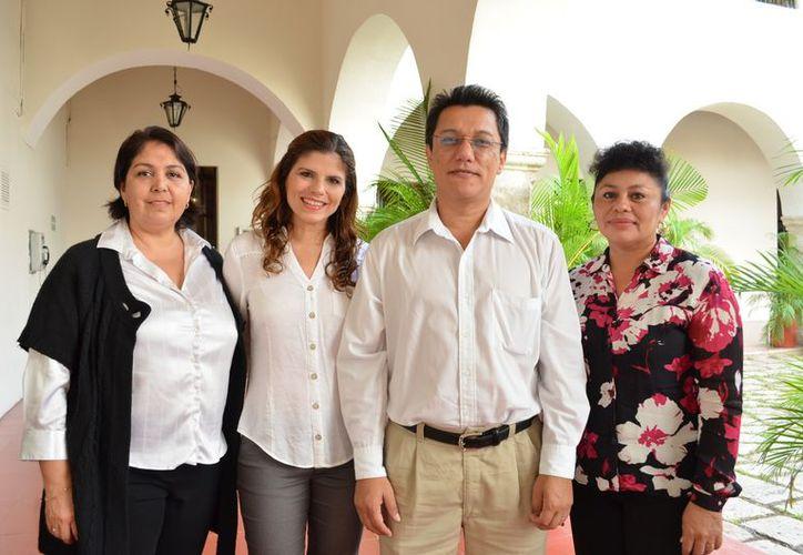 Integrantes del Colegio  de Psicólogos de Yucatán. (Theani Ruz/SIPSE)