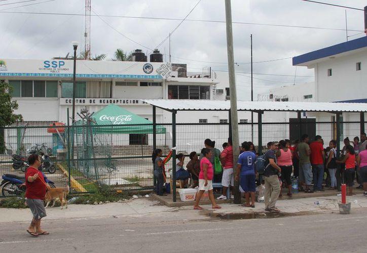 Las visitas son víctimas de trato déspota de los elementos de Seguridad Pública que cuidan los accesos, según la denuncia. (Joel Zamora/SIPSE)