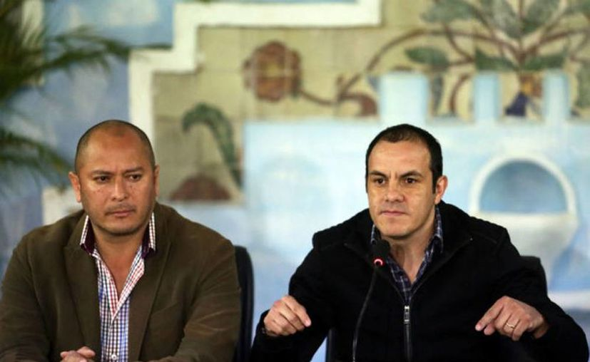 Roberto Carlos Yáñez Moreno, ahora exsecretario del ayuntamiento de Cuernavaca, y el alcalde Cuauhtémoc Blanco. (Margarito Pérez Retana/Proceso)