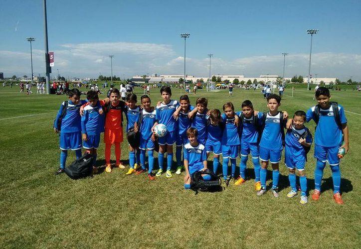 El Mérida Rush Soccer Club regresó a tierras yucatecas con dos terceros lugares obtenidos en la Copa Denver de futbol infantil.En la foto, uno de los cuadros del Rush Club Soccer.(Milenio Novedades)
