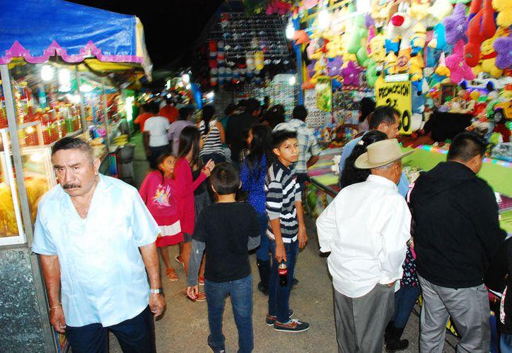 Un grupo de personas manifestaron su inconformidad en la Feria de José María Morelos.