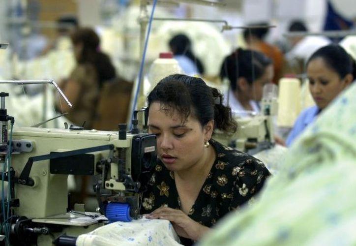 El salario mínimo a partir de ayer es de 60.57 pesos, en Yucatán. (Milenio Novedades)