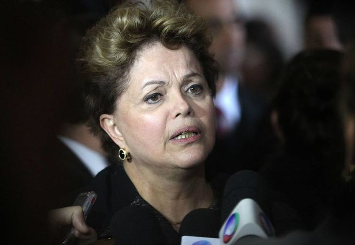 Rousseff envió invitaciones a los gobernantes de 11 países suramericanos para la misa del Papa del 28 de julio. (EFE)