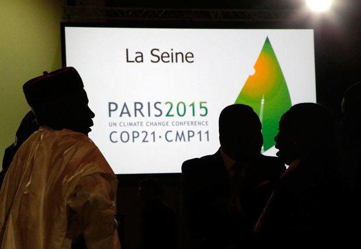La COP21, que arrancó la mañana de este lunes en París, busca que los países se comprometan a invertir el doble del monto actual en el uso de energías con bajas emisiones de carbono. (AP)