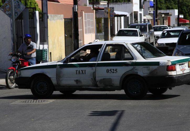 En los operativos del sindicato han detectado taxis en mal estado. (Tomás Álvarez/SIPSE)