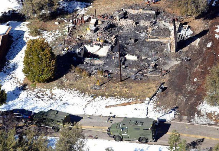 Aérea de una cabaña incendiada donde se atrincheró el ex oficial Christopher Dorner. (Agencias)