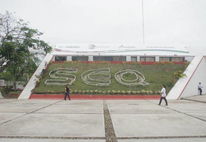 A través de SEQ se ejercieron, directamente, cuatro millones 319 mil 100 pesos para el pago de becas. (Foto: Redacción)