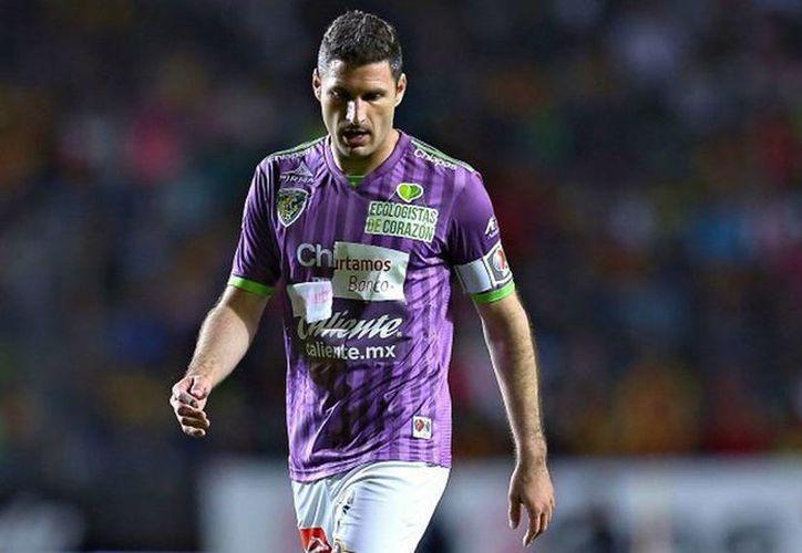El uniforme de Muñoz Mustafa presentaba problemas con el parche publicitario (Foto: IMAGO7)
