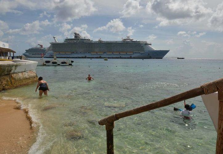 Cozumel registra una disminución del 12.50 por ciento en la llegada de turistas de transatlánticos. (Gustavo Villegas/SIPSE)