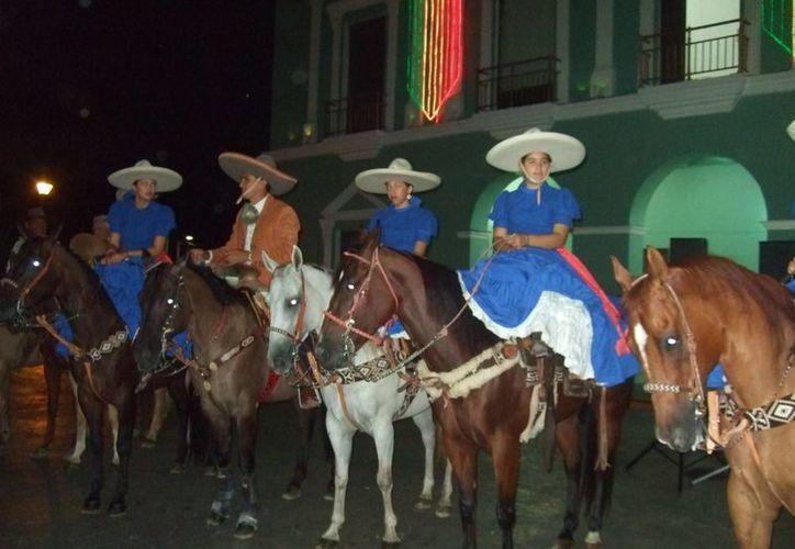 Con motivo del 86 aniversario de la charrería mexicana, en Progreso se llevó a cabo un festival cultural y un desfile. (SIPSE)