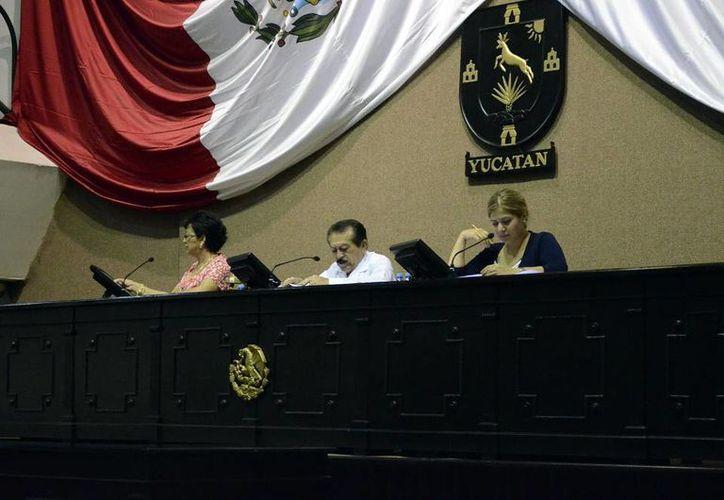 Imagen de la sesión donde los legisladores yucatecos aprobaron por unanimidad el documento federal sobre la desaparición forzada. (Milenio Novedades)