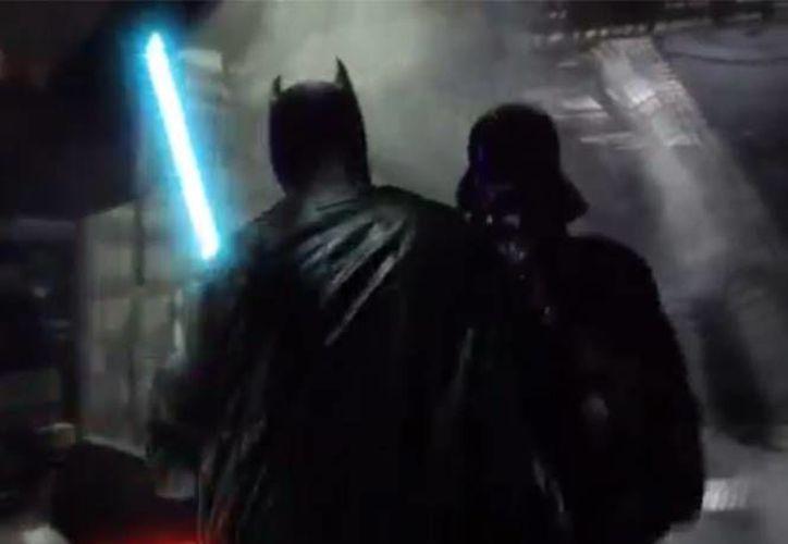 El caballero de la noche se enfrenta al maestro de los Sith en video. (Machinima Prime)