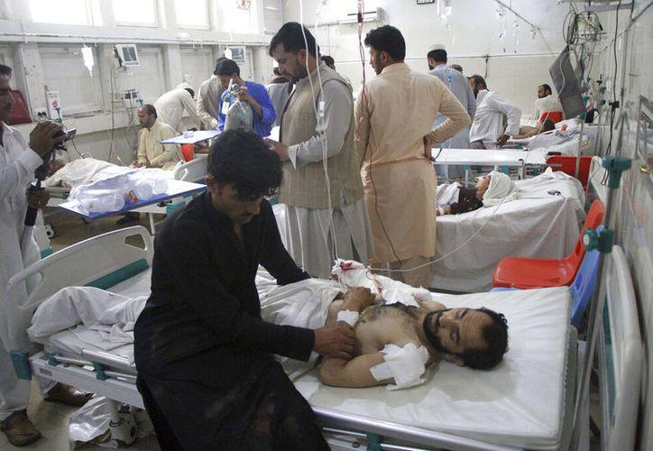 Seis personas murieron y otras 40 resultaron heridas luego de que un niño terrorista se hiciera explotar en una boda, celebrada en Kabul. (AP)