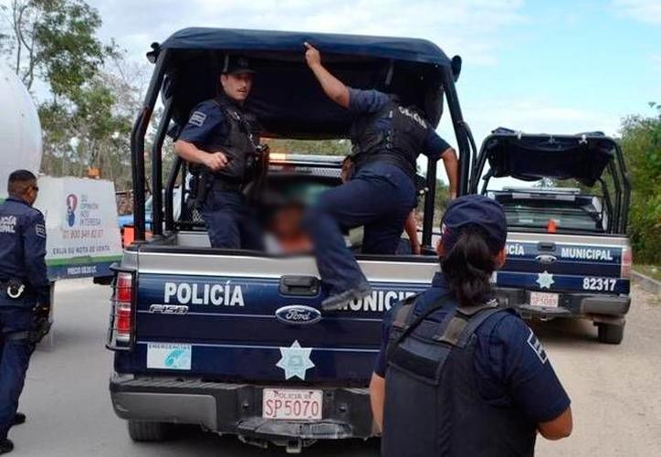 La policía detuvo a los delincuentes para llevarlos al Ministerio Público. (Archivo/SIPSE)