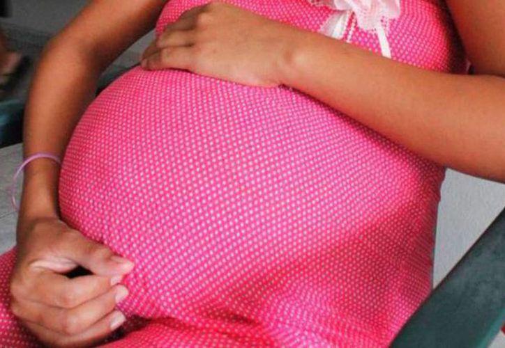 Vifac ofrece al año atención a un promedio de 100 mujeres, ya sea de manera interna o externa, e incluso, reciben mujeres con hijos menores de cinco años de edad. Imagen de contexto de una mujer embarazada. (Archivo/SIPSE)