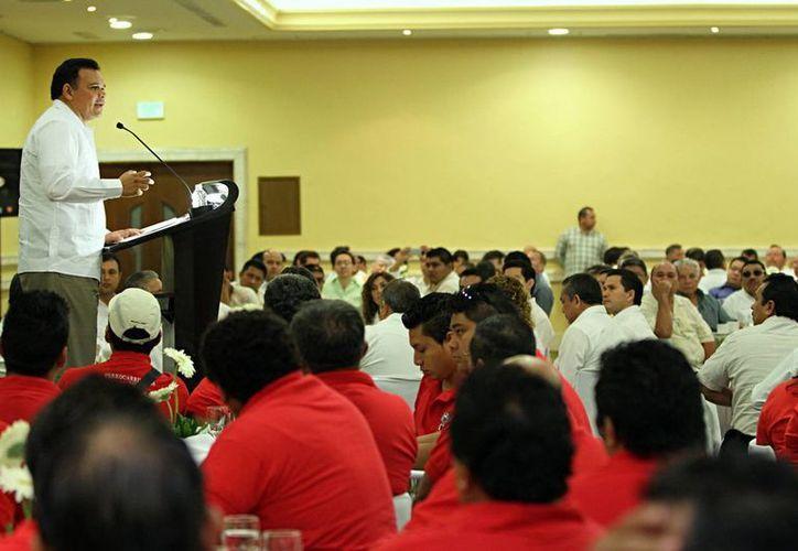 Rolando Zapata estuvo ayer en el 8o aniversario de la delegación local del Congreso del Trabajo. (Cortesía)