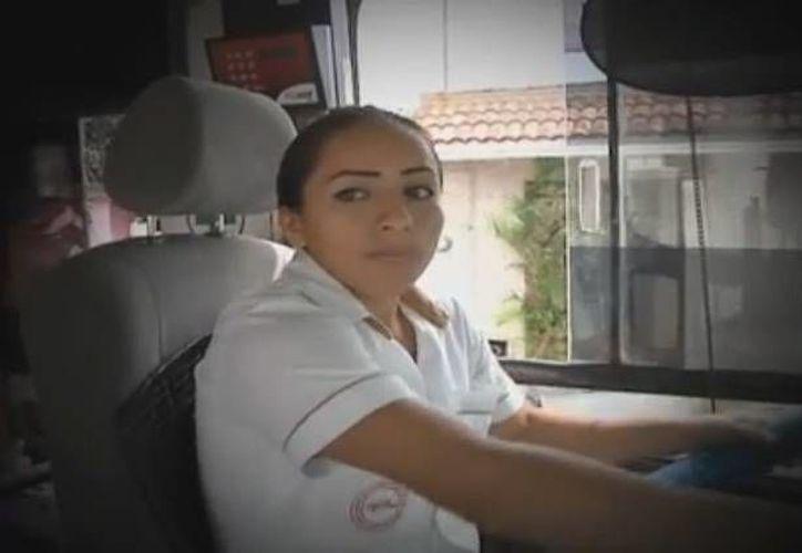 Cindy Lira es una microbusera meridana que ha aprendido a salir adelante en un medio dominado por hombres. (Captura de pantalla)