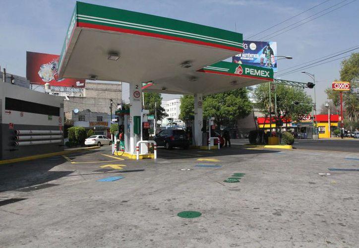 A partir del 1 de enero de 2017, las gasolinas en todo el país subirán de precios. (Notimex)