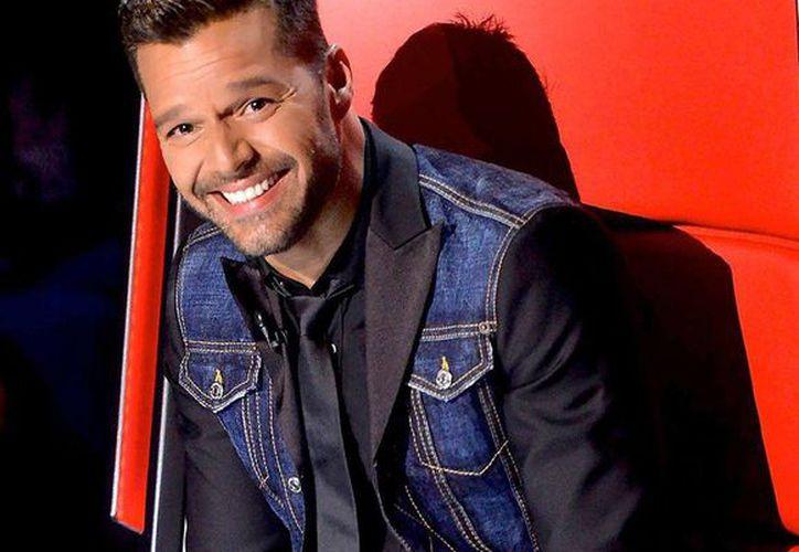 Ricky Martin reveló que fue él quien hizo la proposición de matrimonio, tras más de un año de relación. (Facebook)