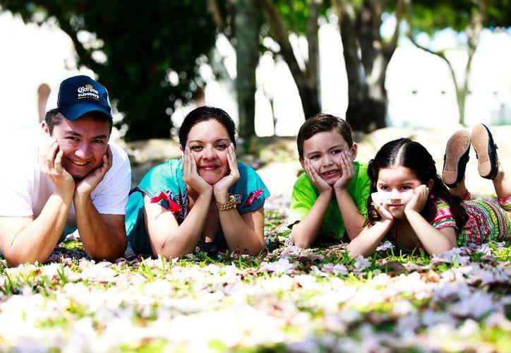 Familias enteras fueron retratadas durante el evento. (Foto: Milenio Novedades)