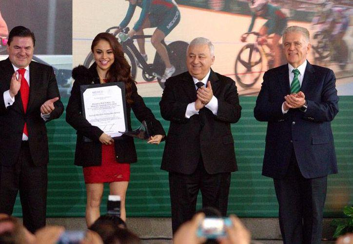 La racquetbolista Paola Longoria recibió el Premio Nacional de Deportes por su destacada trayectoria. (Notimex)