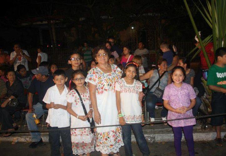 La gente en el Lunes Regional del Carnaval Mérida 2013. (SIPSE)