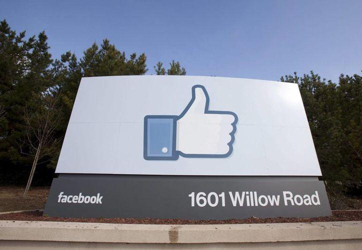 Un joven estudiante de Marruecos detectó una falla de seguridad en Facebook, razón por la cual la red social lo premió con siete mil 500 dólares. La imagen es de la sede corporativa de la empresa de Mark Zukerberg en California. (EFE/Archivo)