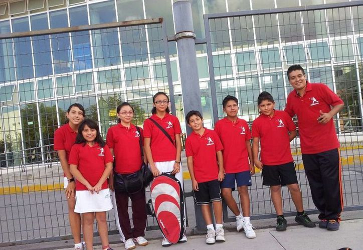 La selección de bádminton se alista para tomar parte en la Olimpiada Nacional. (Raúl Caballero/SIPSE)