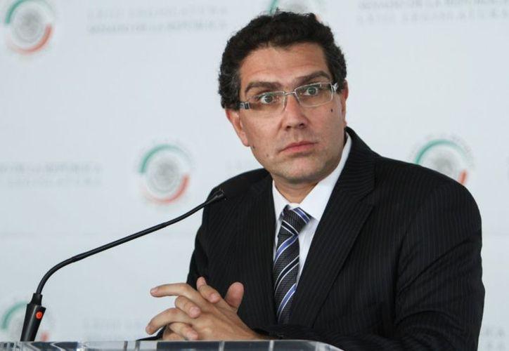 Armando Ríos Piter aclara situación sobre la situación de su registro. (Foto: Entrelíneas)
