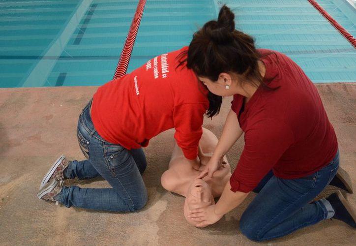 El adiestramiento, comenzó con primeros auxilios, reanimación cardiopulmonar, colocación de vendajes, entre otros. (Contexto/Internet)