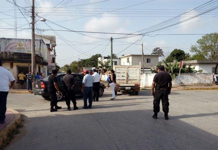 Los policías no pudieron detener a la presunta responsable del accidente. (Gloria Poot/SIPSE)