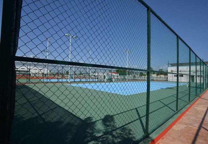 Las canchas del Sutage fueron concluidas al cien por ciento en su área de futbol rápido, básquetbol y frontenis. (Redacción/SIPSE)