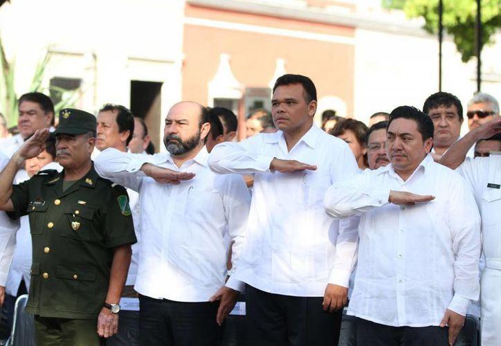 El gobernador Rolando Zapata Bello en el homenaje por el aniversario luctuoso de Benito Juárez. (SIPSE)