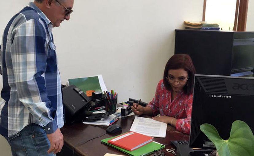 Lincoln José Palma Rodríguez al presentar la denuncia contra César Antuña Aguilar. (Novedades Yucatán)