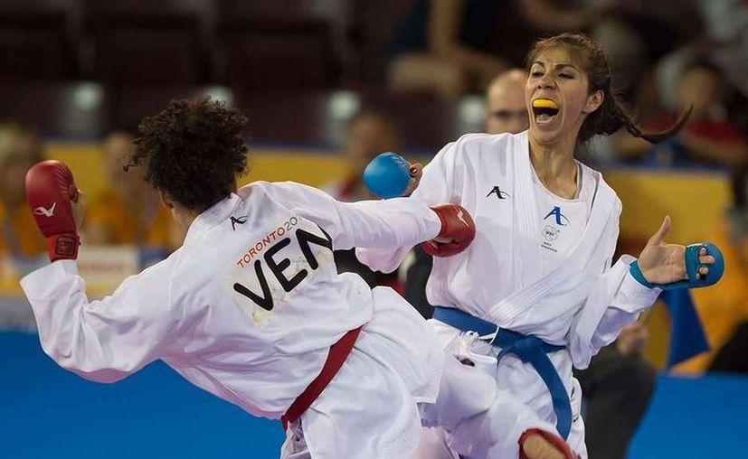 La mexicana Merillela Arreola ganó medalla de bronce en los Juegos Panamericanos de Toronto, en karate. (mexsports.com)