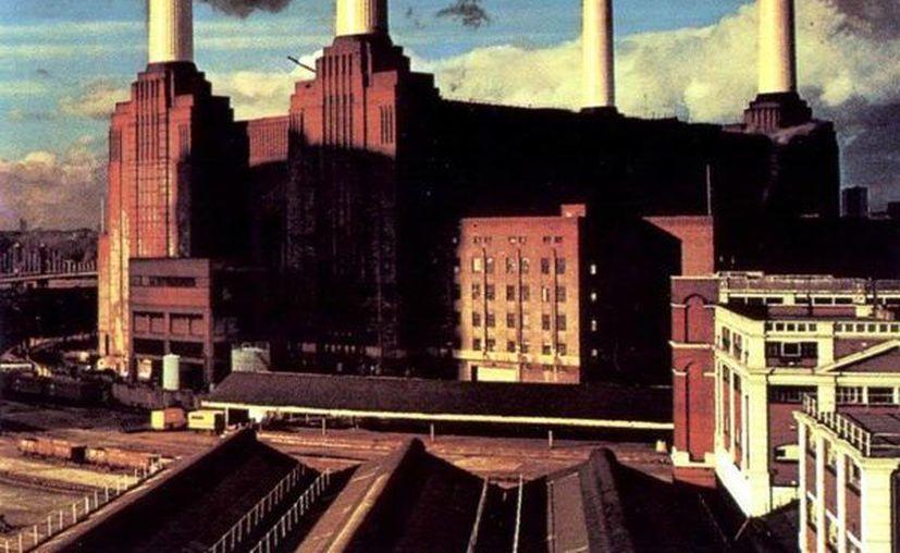 En la portada del disco Animals de Pink Floyd flota un gran globo de helio en forma de cerdo que ahora será devuelto a la banda. (feelnumb.com)