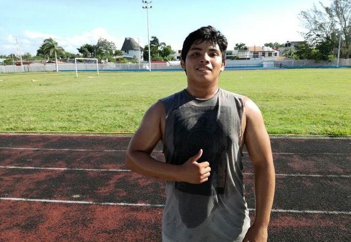 El luchador quintanarroense perfecciona su condición física, previo a su concentración con la selección mexicana. (Miguel Maldonado/SIPSE)